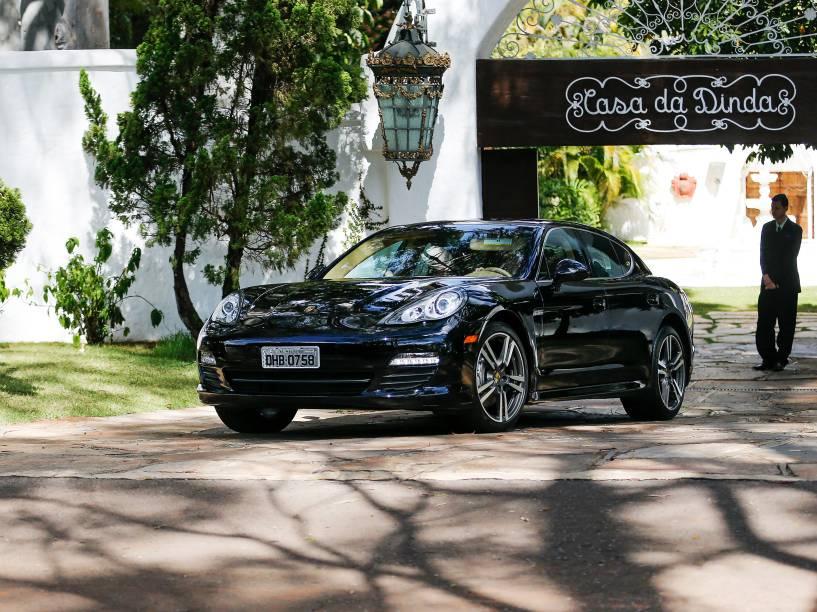 Porsche apreendida na Casa Dinda, residência do senador Fernando Collor de Mello, em Brasília, durante a Operação Politeia da Polícia Federal - 14/07/2015