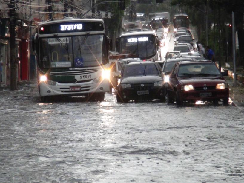 Ruas da região da Mooca, na zona leste de São Paulo (SP), ficaram tomadas pelas águas após a forte chuva - 14/01/2015