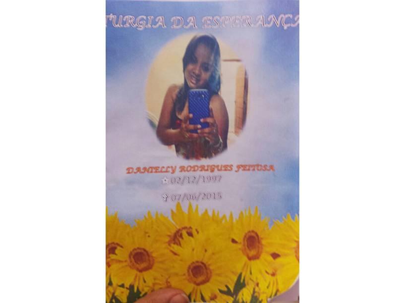 Folheto em memória de Danielly distribuído na missa de 7º dia