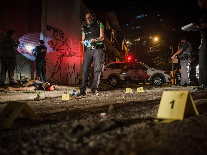 A noite mais violenta do ano na Grande São Paulo deixou ao menos 20 pessoas mortas e sete feridos em Osasco e Barueri