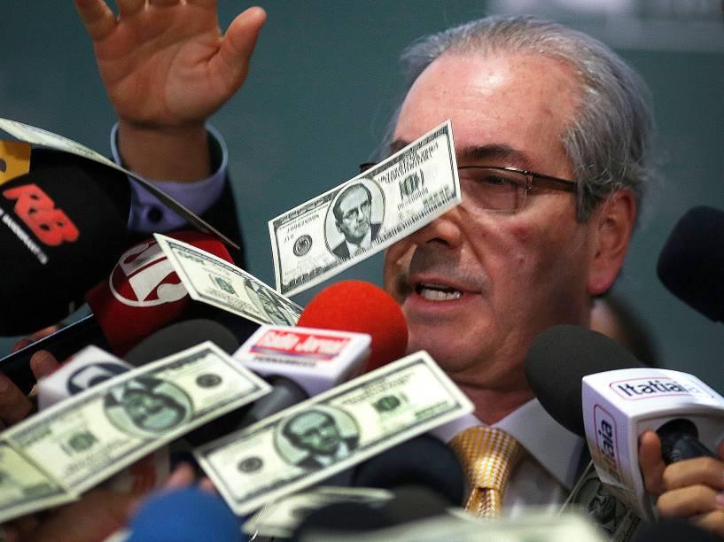"""O ex-presidente da Câmara dos Deputados, Eduardo Cunha (PMDB-RJ), foi alvo de um """"banho"""" de notas falsas de dólar enquanto concedia entrevista no Salão Verde da Câmara - 04/11/2015"""