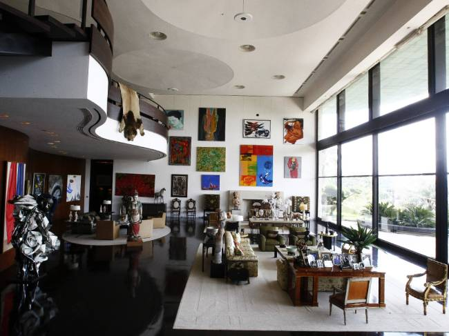 Hall da mansão do ex-banqueiro Edemar Cid Ferreira, no Morumbi, após a desocupação do controlador do extinto Banco Santos - 26/01/2011