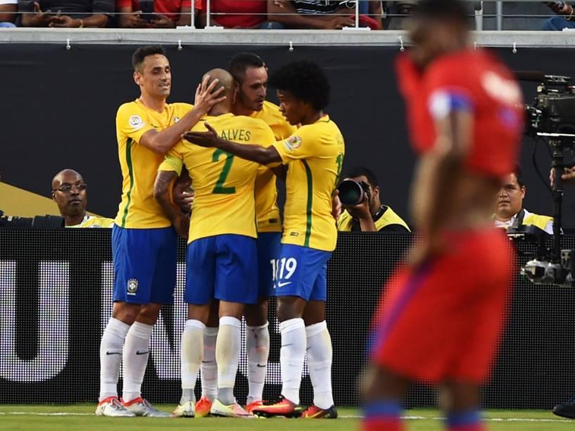 Renato Augusto faz o terceiro gol da Seleção Brasileira, contra o Haiti, em partida válida pela segunda rodada da Copa América Centenário, realizada nos Estados Unidos - 08/06/2016