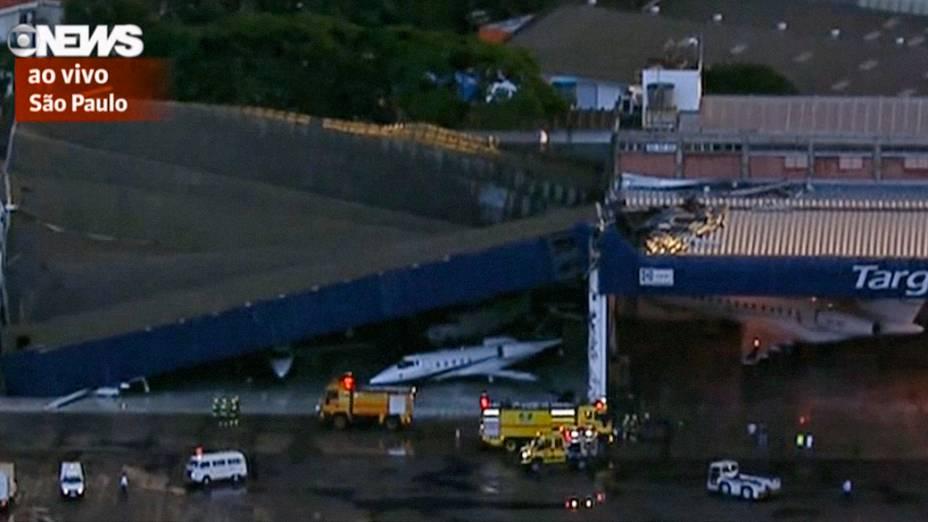 Chuva provoca queda da cobertura de um hangar no aeroporto de Congonhas, em São Paulo - 08/01/2015
