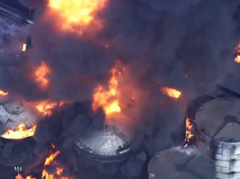 Tanques de combustível da empresa Ultracargo sofrem incêndio nas proximidades do Porto de Santos (SP) - 02/04/2015