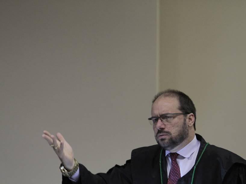 O defensor público Paulo Sales, no julgamento do trio que ficou conhecido como �Os canibais de Garanhuns, no Fórum de Olinda, em Recife