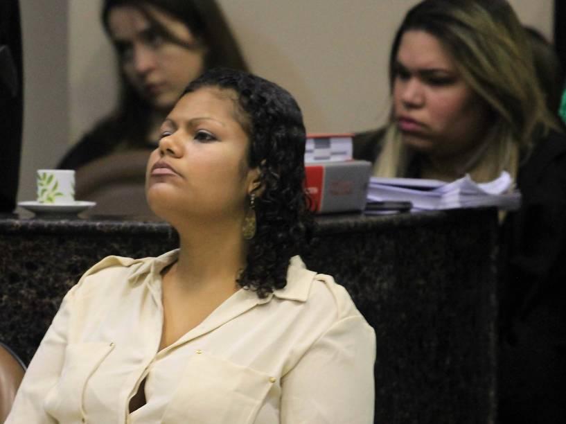 A ré Bruna Cristina Oliveira da Silva, acusada pelo crime de canibalismo, chega para o julgamento no Fórum de Olinda, em Recife