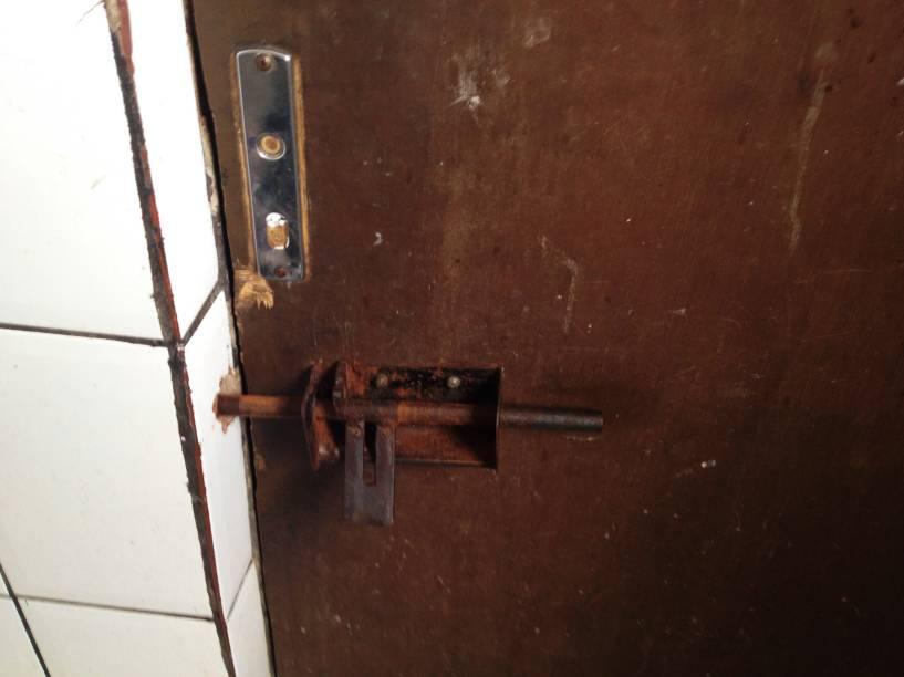 Porta sem fechadura; donos de hotéis dizem que viciados roubam objetos dos estabelecimentos