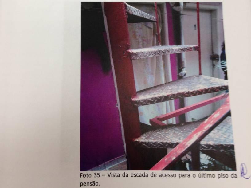Escada que leva aos quartos no Hotel Laid