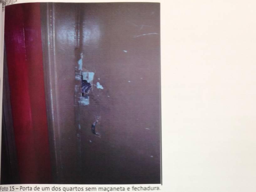 Fechaduras e maçaneta arrancada no Hotel Lucas