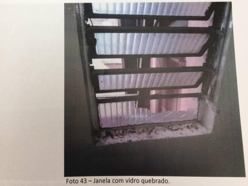 Janela quebrada no Hotel Seoul