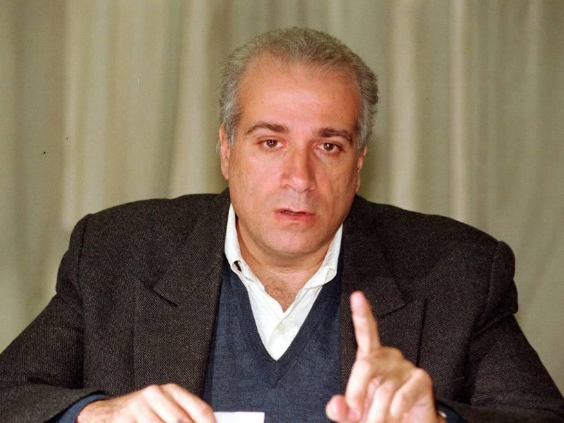 Celso Daniel, então prefeito de Santo André, em entrevista coletiva sobre escândalo de corrupção no PT em 1997