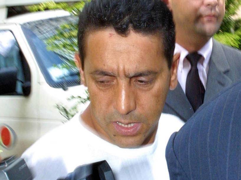 O empresário Sergio Gomes da Silva, conhecido como o Sombra, que estava com o prefeito de Santo André, Celso Daniel, no momento em que ele foi sequestrado, sendo conduzido para prestar depoimento