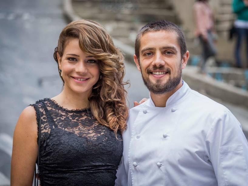 A personagem Cristina (Leandra Leal) junto com Vicente (Rafael Cardoso), em Império
