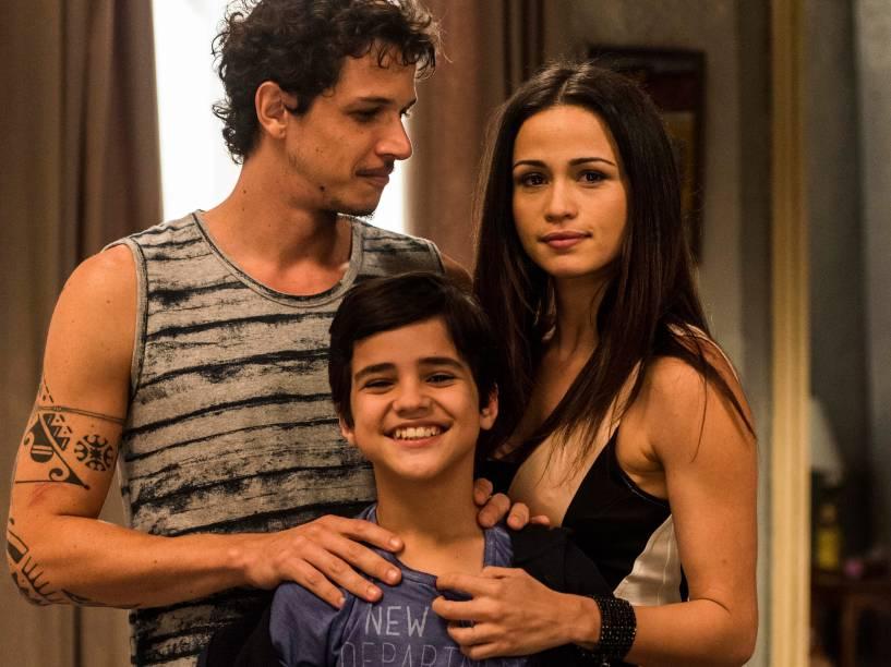 Os personagens, Elivaldo (Rafael Losso), Tuane (Nanda Costa) e Victor (Adriano Alves), em Império