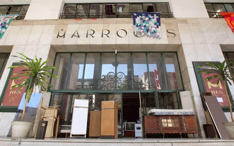 Entrada do antigo Cine Marrocos, invadido por integrantes do Movimento sem-teto de São Paulo (MSTS)