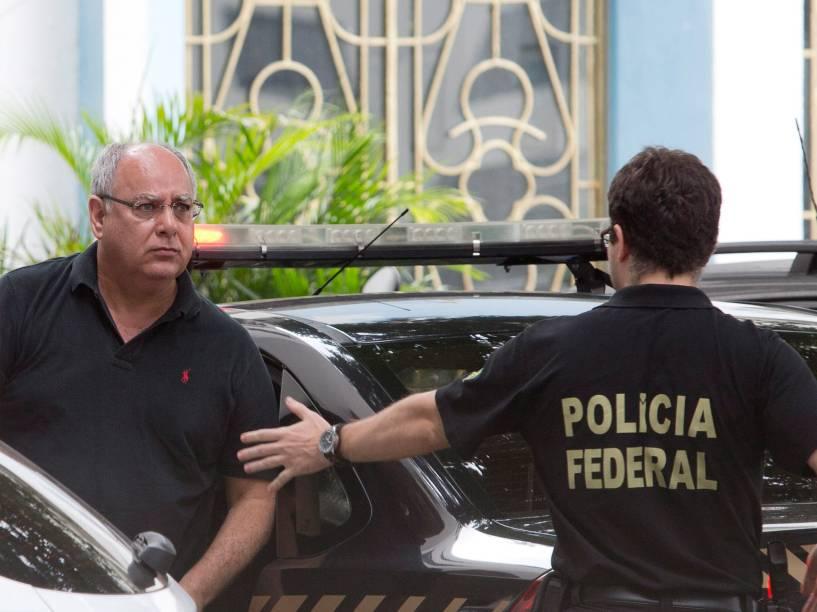 O ex-diretor de serviço da Petrobras, Renato Duque, chega a sede da Polícia Federal no Rio - 14/11/2014