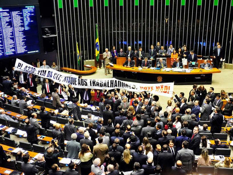Votação do PL 4330/2004 que dispõe sobre o contrato de prestação de serviço a terceiros e as relações de trabalho dele decorrentes - 08/04/2015