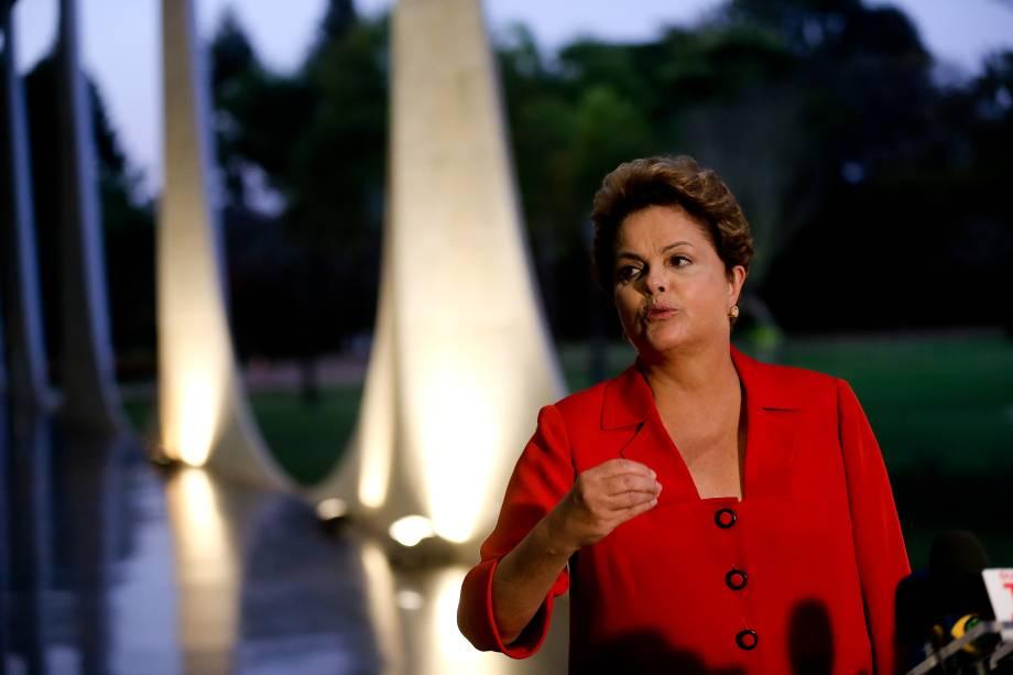 A candidata à Presidência da República, Dilma Rousseff (PT), concede entrevista a jornalistas no Palácio do Alvorada, em Brasília