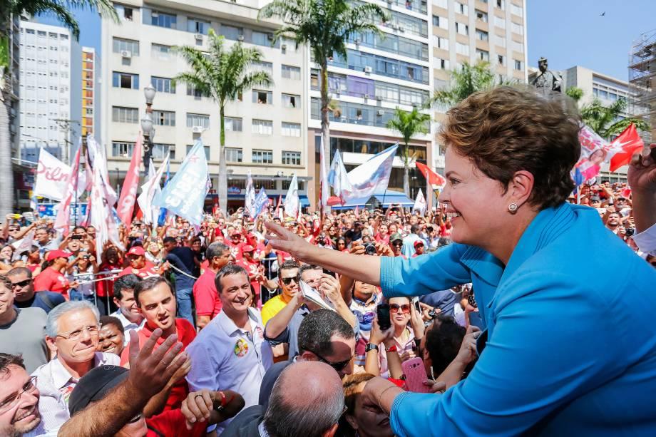 Presidente e candidata à reeleição pelo PT, Dilma Rousseff realiza caminhada em Campinas (SP) - 17/09/2014