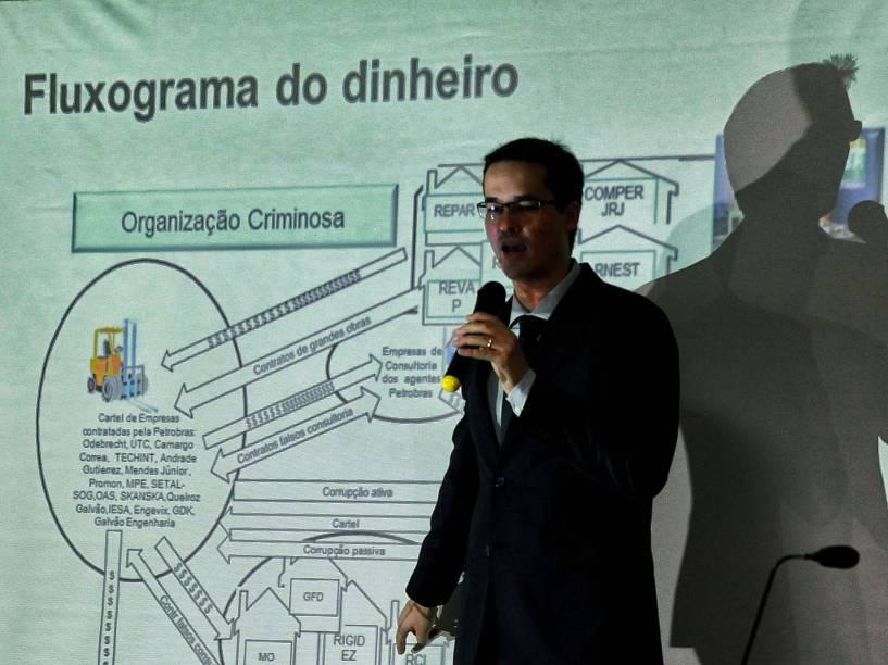 O procurador Delton Martinazzo Dallagnol durante entrevista coletiva no hotel Mabu, no centro em Curitiba para falar sobre os desdobramentos da Operação Lava Jato
