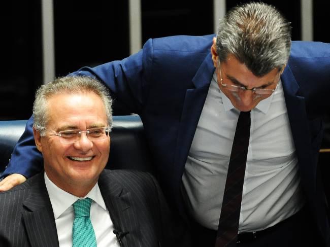 O presidente do Senado Federal, Renan Calheiros (PMDB-AL), e o ex-ministro do Planejamento, Romero Jucá (PMDB-RR), durante sessão no Congresso Nacional, em Brasília (DF) - 07/06/2016