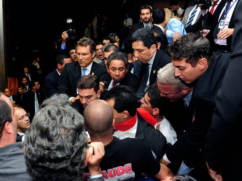 Houve confusão durante a sessão desta terça-feira (02) no Congresso Nacional durante votação de vetos presidenciais e mudança na meta fiscal