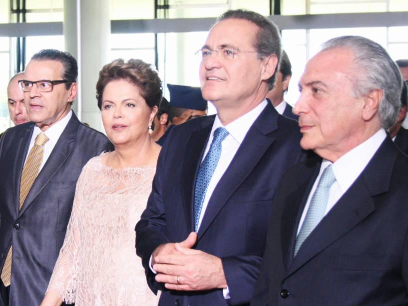 A presidente Dilma Rousseff acompanhada de Henrique Eduardo Alves, Renan Calheiros e Michel Temer na chegada para a cerimônia de posse em Brasília - 01/01/2015