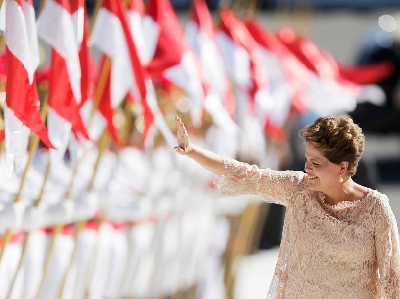 Dilma Rousseff caminha próxima aos Dragões da Independência depois de ser empossada para seu segundo mandato no Congresso Nacional, em Brasília - 01/01/2015