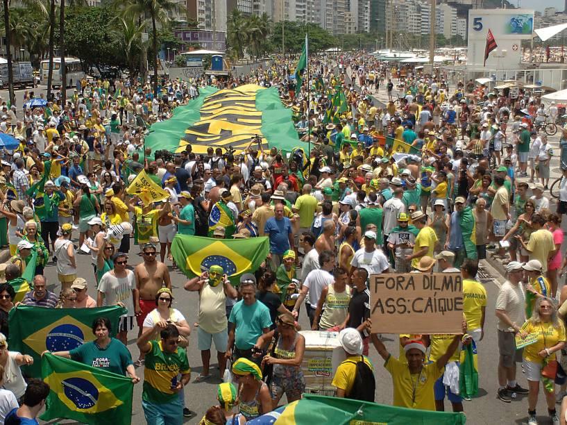 Protesto pede o impeachment da presidente Dilma Rousseff, em Copacabana no Rio de Janeiro - 13/12/2015