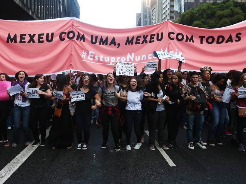 Mulheres realizam o protesto Por Todas Elas, contra a cultura do estupro, na Avenida Paulista, em São Paulo (SP) - 01/06/2016