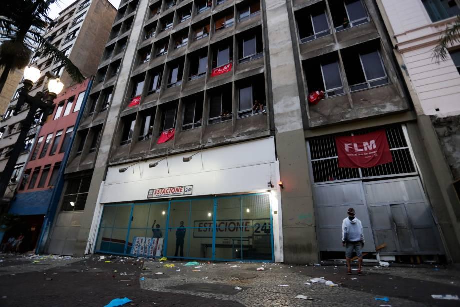 Edifício invadido pela Frente de Luta por Moradia (FLM) no centro de São Paulo