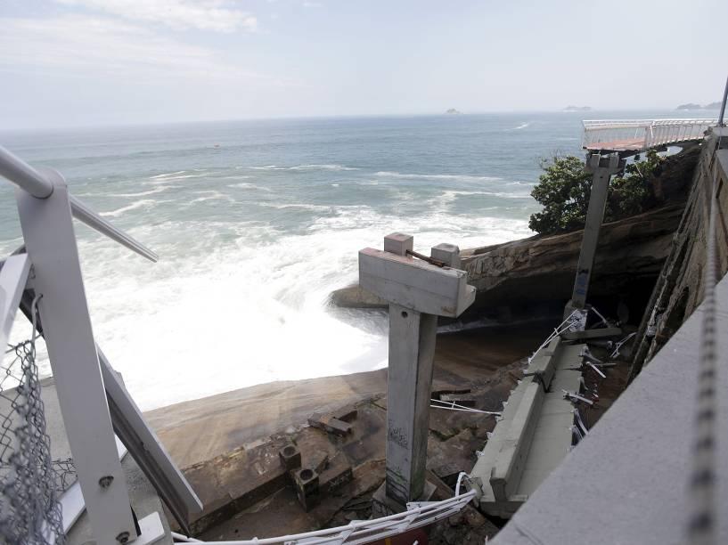 Duas pessoas morreram após uma forte onda atingir trecho de 50 metros da ciclovia Tim Maia, localizada na Avenida Niemeyer, no Rio de Janeiro (RJ) - 21/04/2016