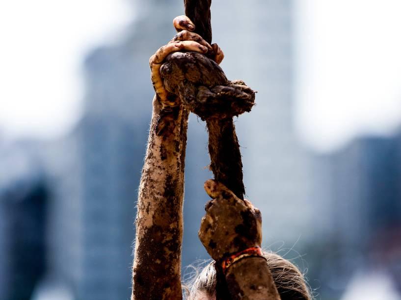 A edição da Bravus Race, realizada no Jockey Club de São Paulo contou com mais de 9 mil pessoas que passaram por 18 obstáculos em uma prova com muita lama e superação