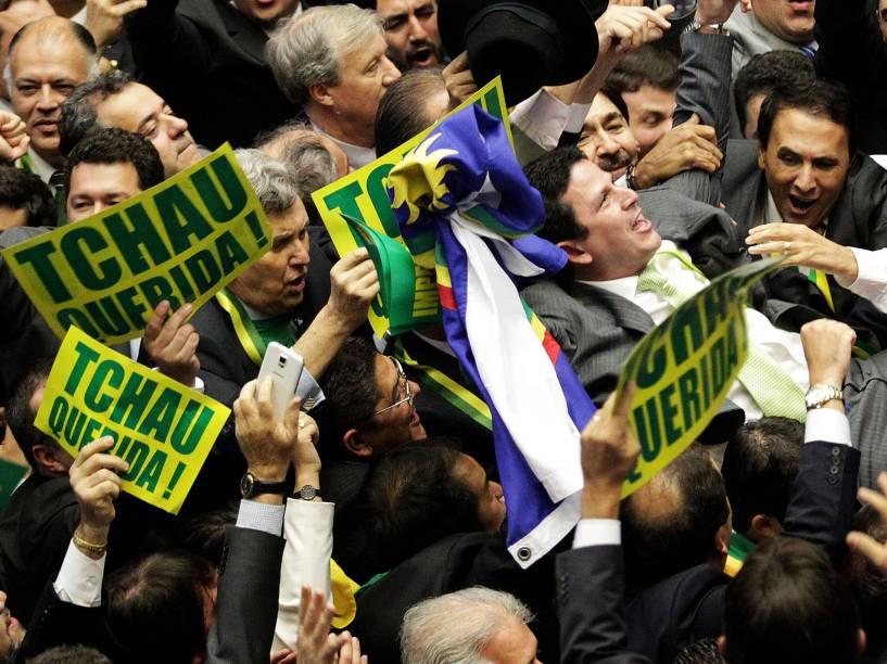 O deputado Bruno Cavalcanti de Araújo (PSDB-PE) dá voto decisivo para a abertura do processo de impeachment de Dilma Rousseff (PT), durante sessão da Câmara dos Deputados - 17/04/2016