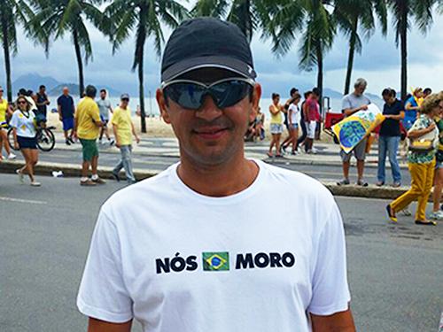 Camiseta pró-Moro é tendência em Copacabana
