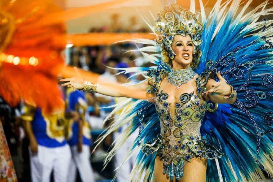 Cláudia Raia celebra trinta anos de avenida como destaque pela Beija-Flor