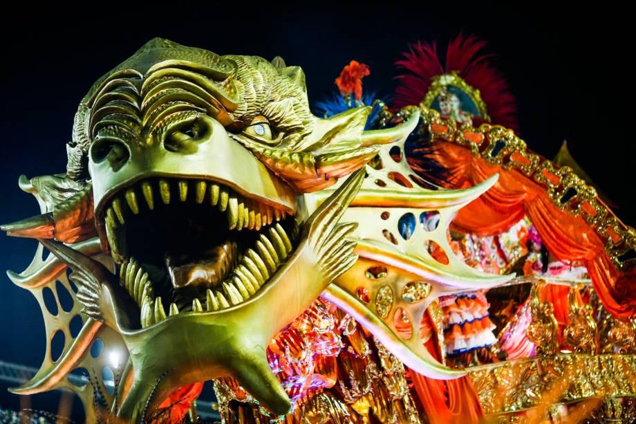 A Beija-Flor é a terceira escola a desfilar na primeira noite de desfiles do grupo especial do Carnaval cariocaQ