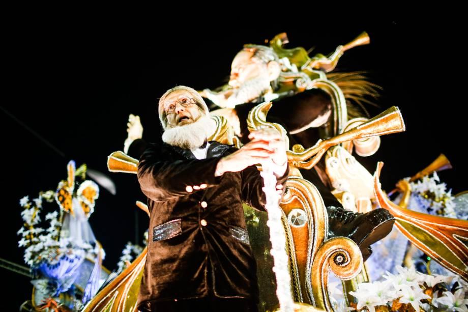 Desfile da Beija-Flor de Nilópolis conta a história do Marquês de Sapucaí na avenida