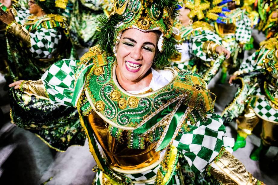 """Beija-Flor vai para a avenida com o enredo """"Mineirinho Genial! Nova Lima - Cidade Natal. Marquês de Sapucaí - O Poeta Imortal!"""""""