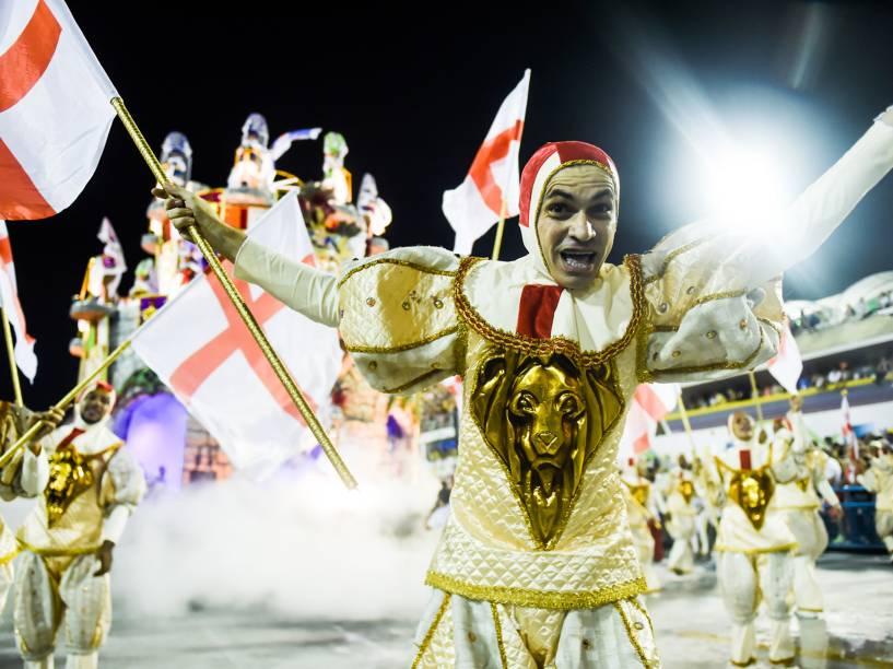Estácio de Sá desfila com o samba-enredo Salve Jorge! O Guerreiro na Fé