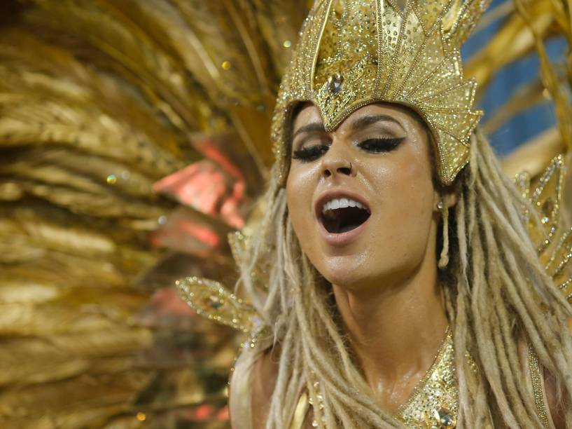 A modelo Fernanda Lacerda é destaque no desfile da Acadêmicos do Grande Rio