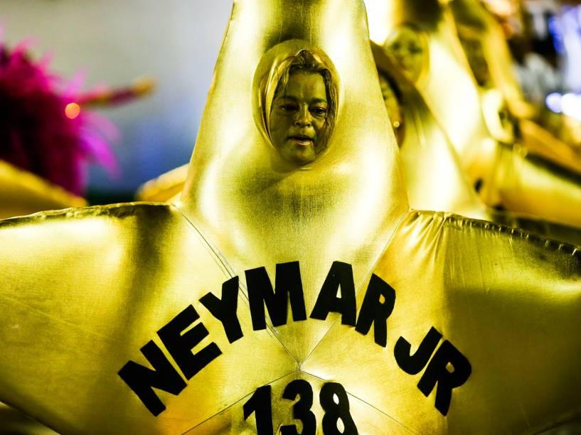 Craques da história do Santos Futebol Clube são homenageados durante desfile da Acadêmicos do Grande Rio