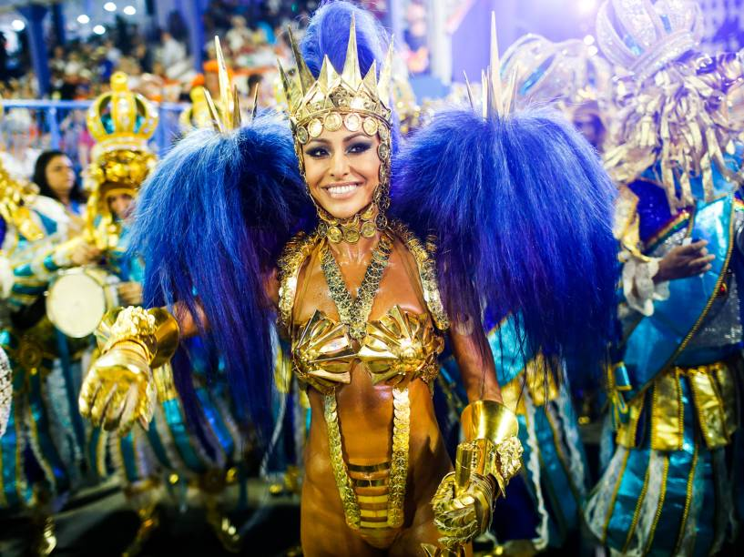 Sabrina Sato ousa em fantasia para o desfile da Unidos de Vila Isabel na segunda noite do Carnaval carioca