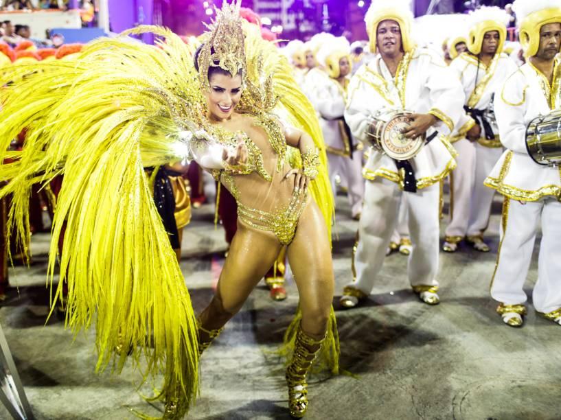 Rainha de bateria da União da Ilha, Bianca Leão, durante o desfile do Grupo Especial na Marquês de Sapucaí