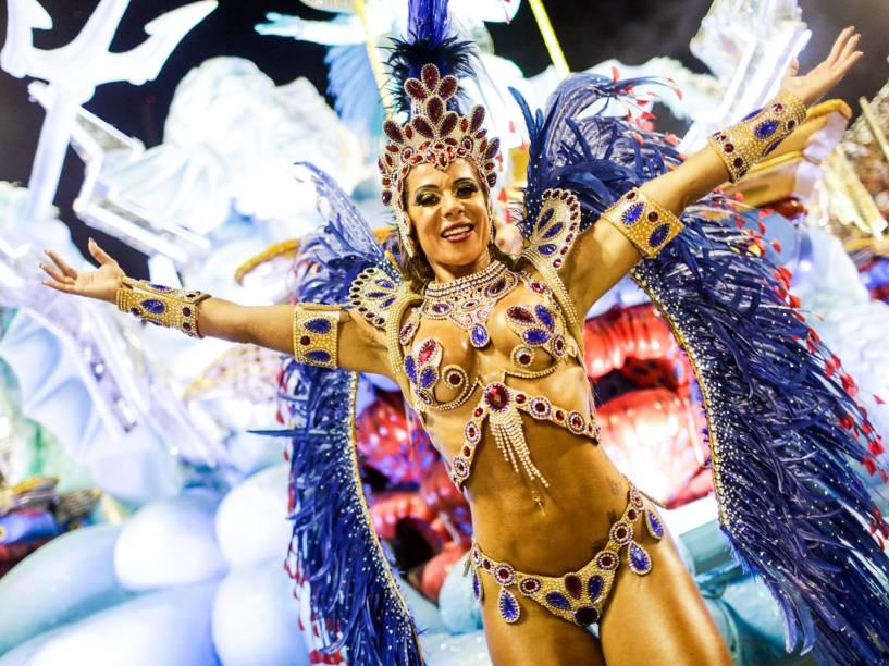 Passista da União da Ilha, a segunda escola a desfilar no primeiro dia do grupo especial do Carnaval carioca