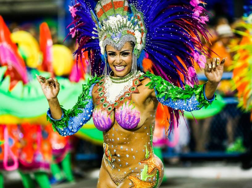 A musa Andrea Martins é um dos destaques da União da Ilha do Governador