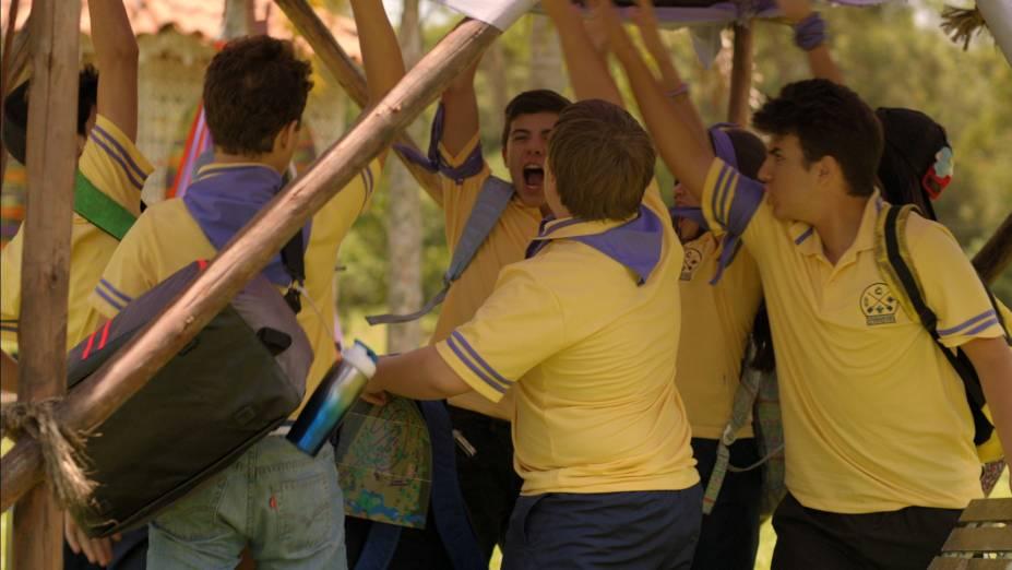 O time Roxo e o time Laranja disputaram uma gincana agitada no acampamento