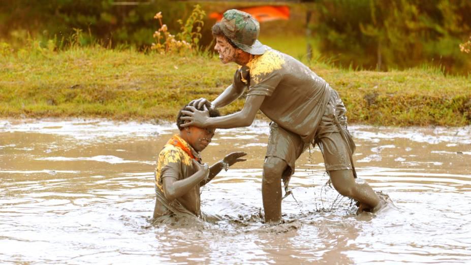 No acampamento Panapaná as crianças forma divididas em duas equipes e participaram de uma gincana