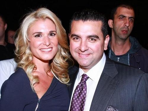 O confeiteiro Buddy Valastro e a mulher Lisa comparecem à festa julina
